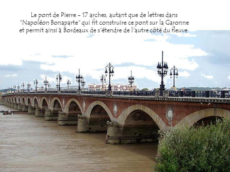 Le pont de Pierre - 17 arches, autant que de lettres dans Napoléon Bonaparte qui fit construire ce pont sur la Garonne et permit ainsi à Bordeaux de s étendre de l autre côté du fleuve.