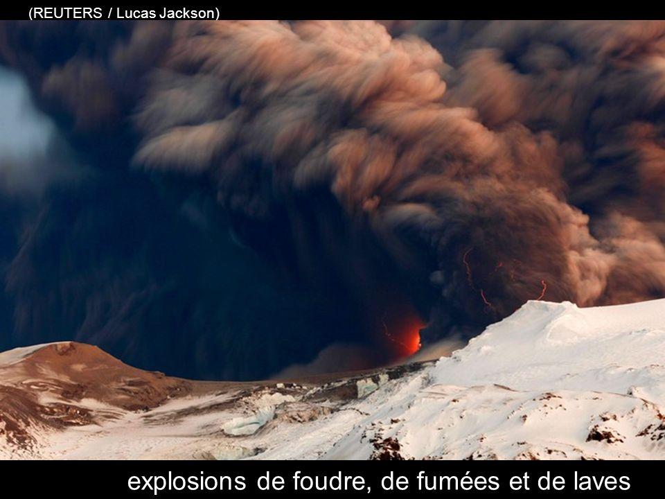 explosions de foudre, de fumées et de laves