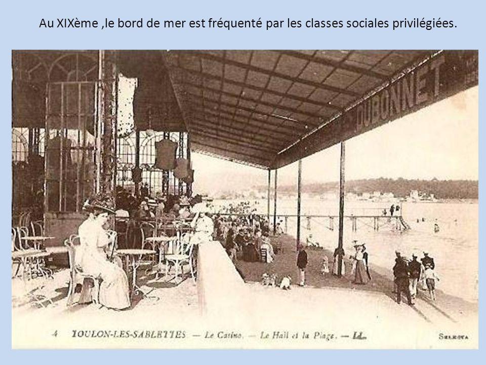 Au XIXème ,le bord de mer est fréquenté par les classes sociales privilégiées.