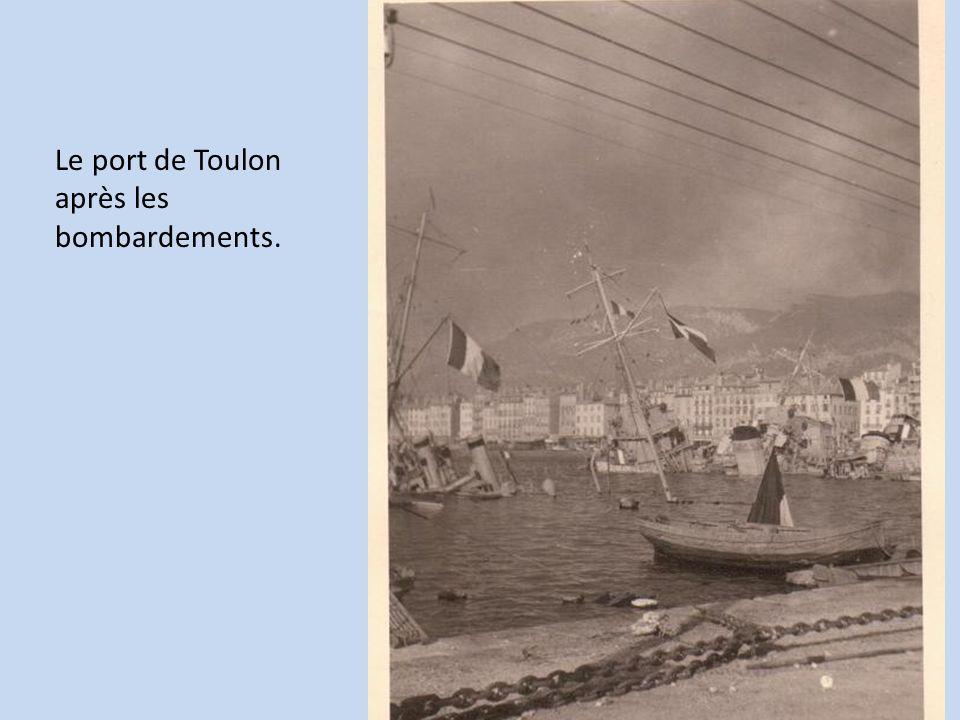 Le port de Toulon après les bombardements.