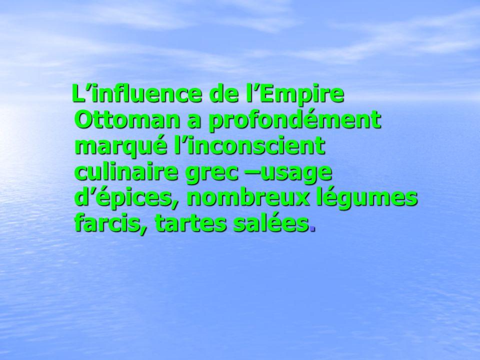 L'influence de l'Empire Ottoman a profondément marqué l'inconscient culinaire grec –usage d'épices, nombreux légumes farcis, tartes salées.