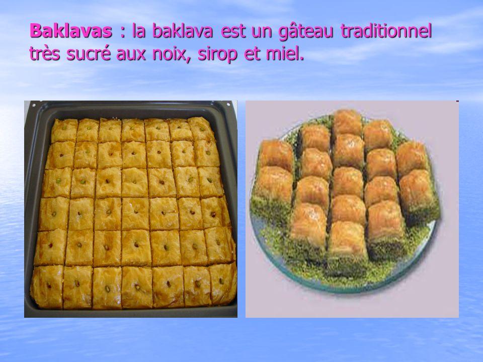 Baklavas : la baklava est un gâteau traditionnel très sucré aux noix, sirop et miel.