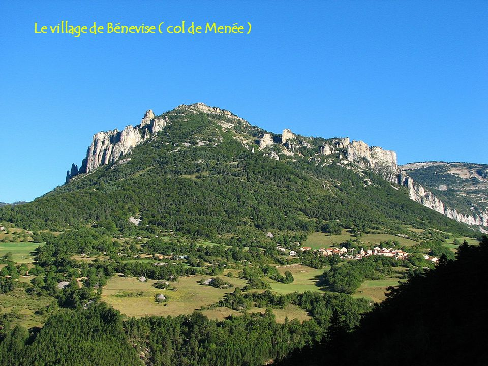 Le village de Bénevise ( col de Menée )