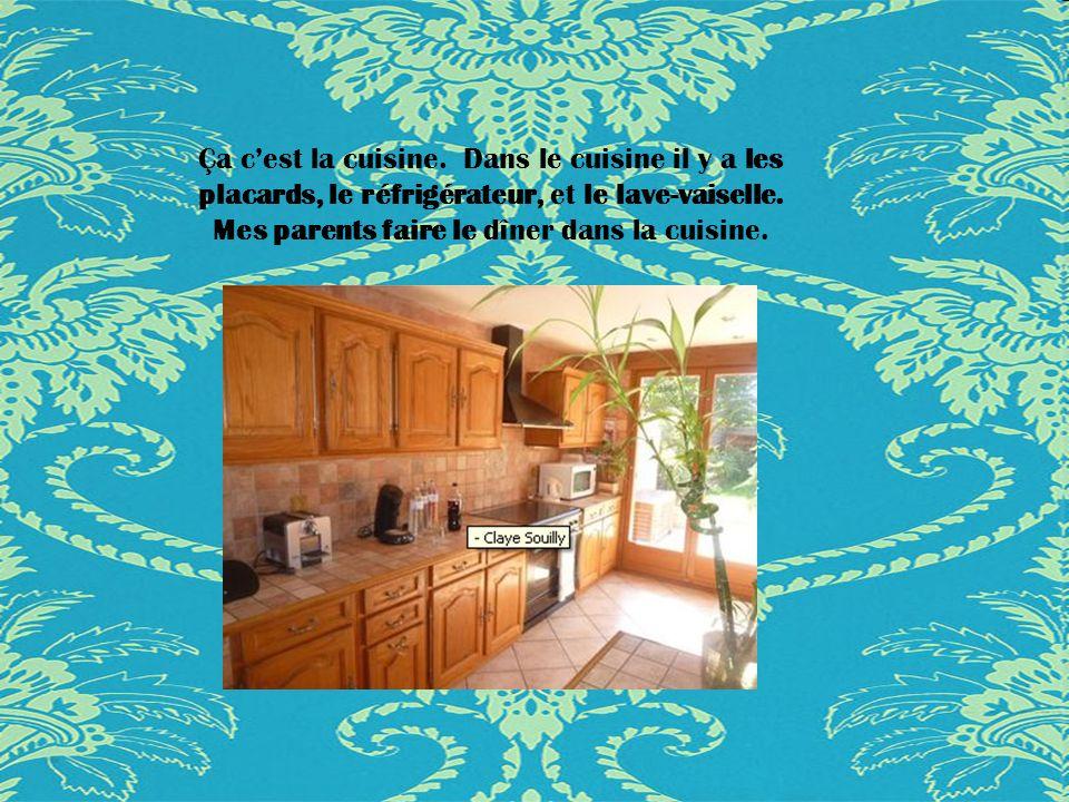 Ça c'est la cuisine. Dans le cuisine il y a les placards, le réfrigérateur, et le lave-vaiselle.