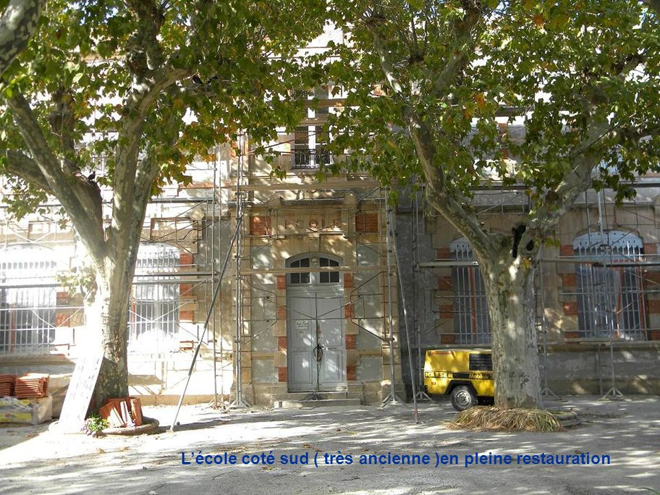 L'école coté sud ( très ancienne )en pleine restauration