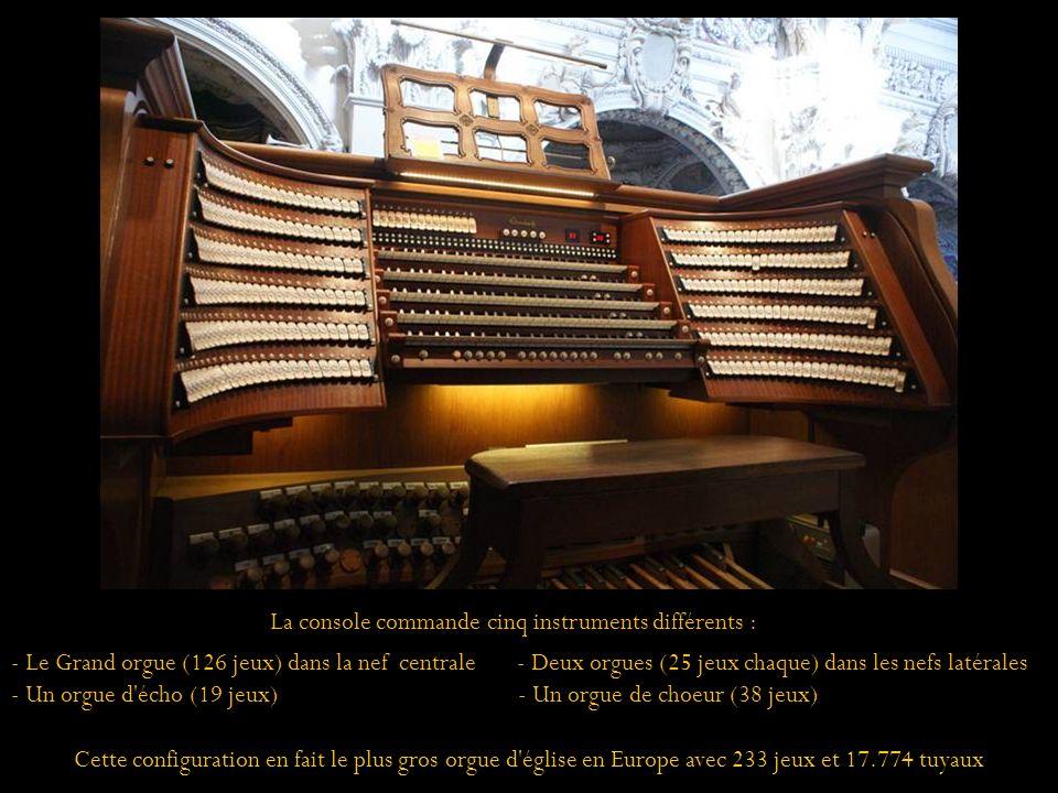 La console commande cinq instruments différents :