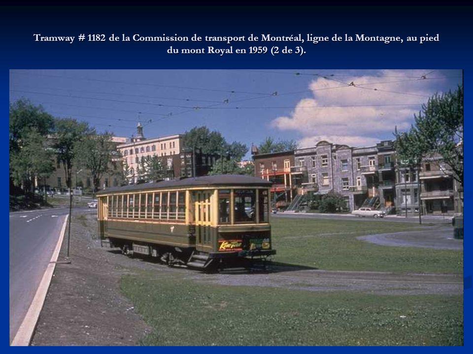 Tramway # 1182 de la Commission de transport de Montréal, ligne de la Montagne, au pied du mont Royal en 1959 (2 de 3).