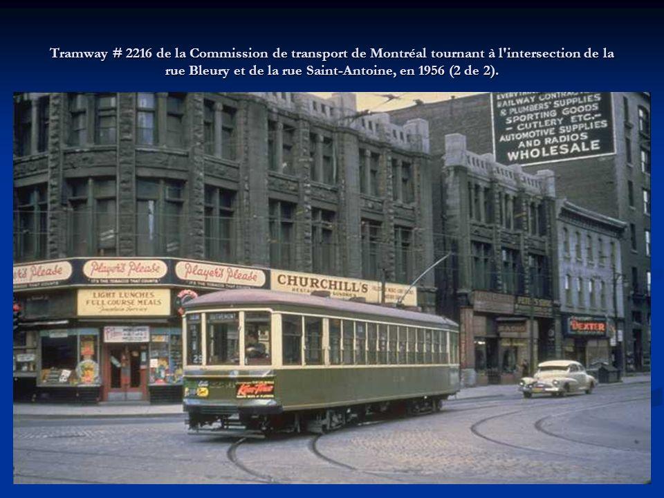 Tramway # 2216 de la Commission de transport de Montréal tournant à l intersection de la rue Bleury et de la rue Saint-Antoine, en 1956 (2 de 2).
