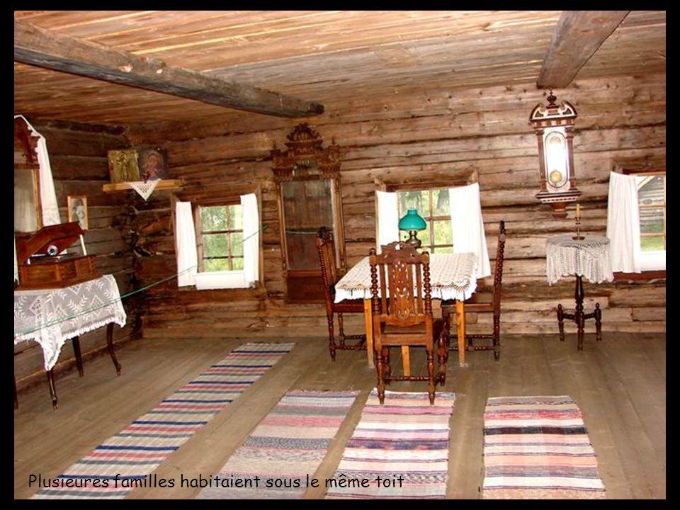 Plusieures familles habitaient sous le même toit