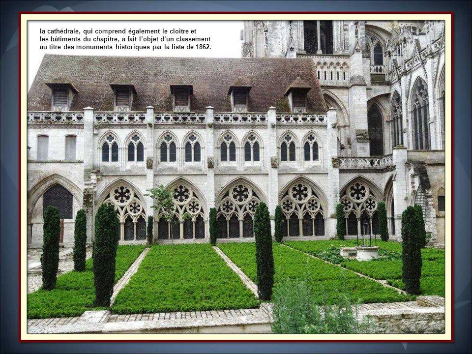 la cathédrale, qui comprend également le cloître et