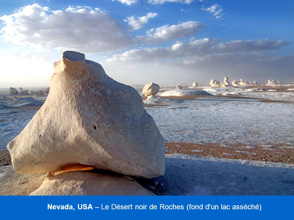 Nevada, USA – Le Désert noir de Roches (fond d un lac asséché)