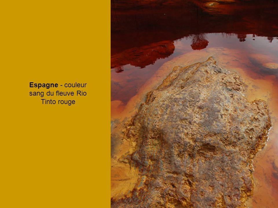 Espagne - couleur sang du fleuve Rio Tinto rouge