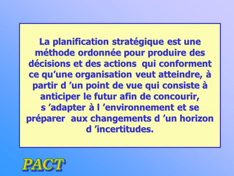 La planification stratégique est une méthode ordonnée pour produire des décisions et des actions qui conforment ce qu'une organisation veut atteindre, à partir d 'un point de vue qui consiste à anticiper le futur afin de concourir, s 'adapter à l 'environnement et se préparer aux changements d 'un horizon d 'incertitudes.