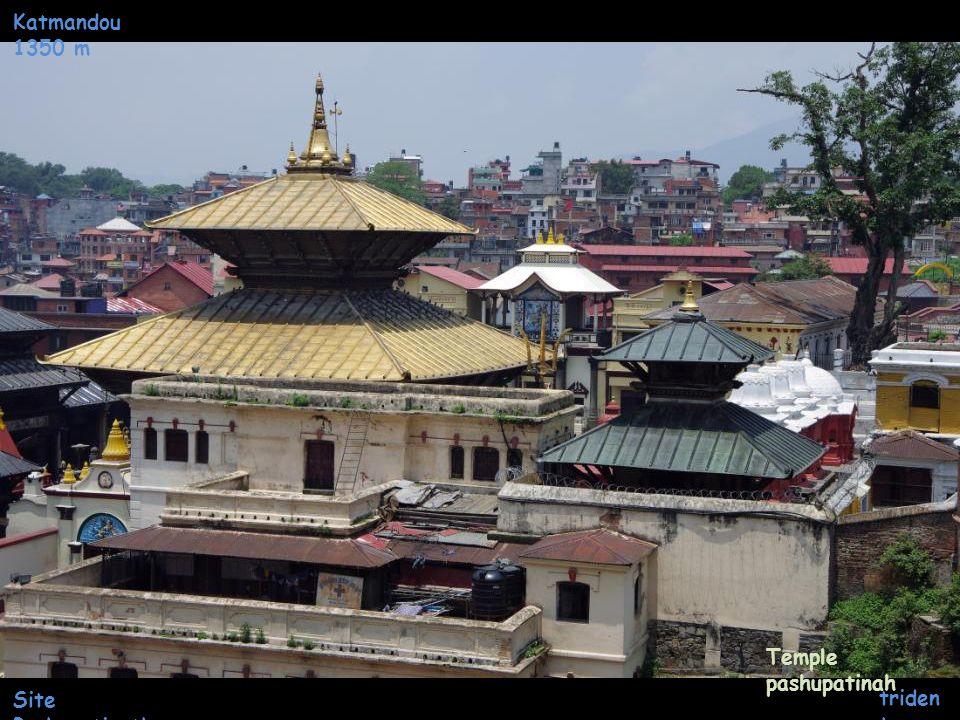 Katmandou 1350 m Temple pashupatinah Site Pashupatinath trident