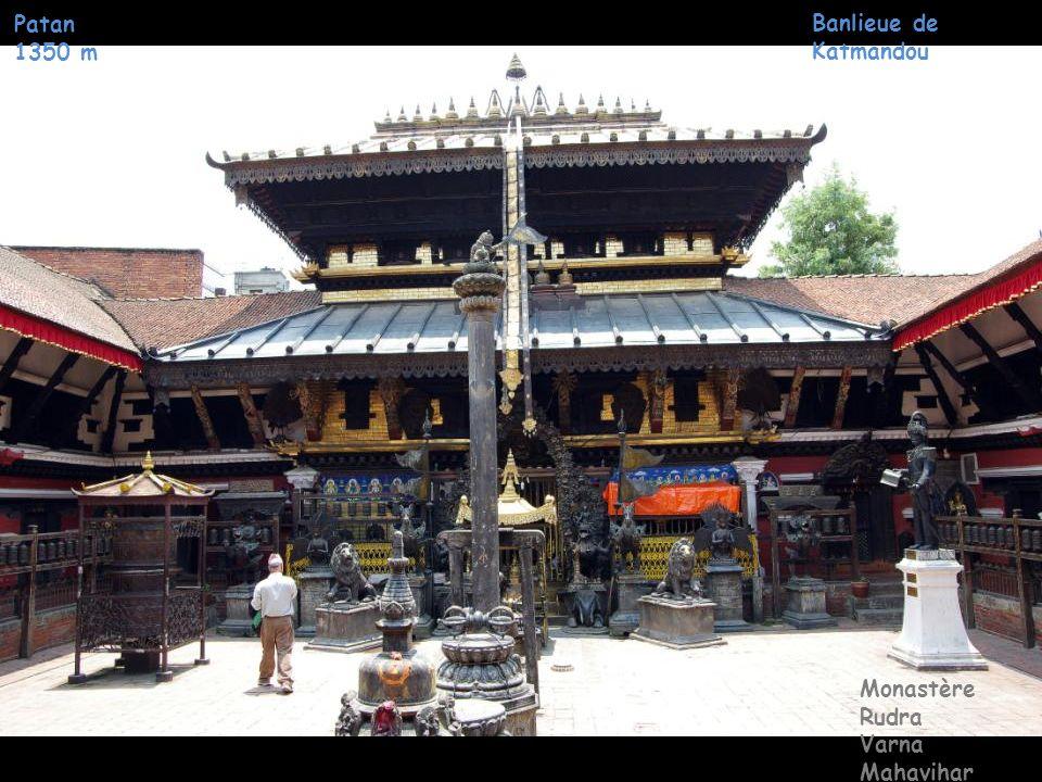 Patan 1350 m Banlieue de Katmandou Monastère Rudra Varna Mahavihar