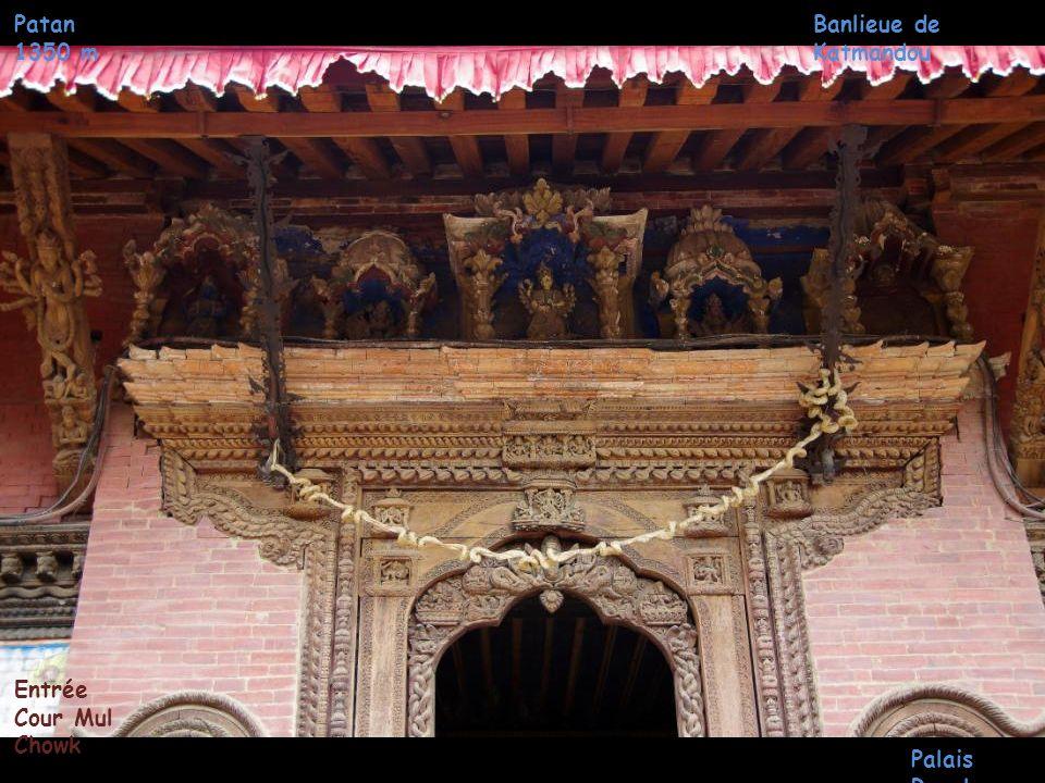 Patan 1350 m Banlieue de Katmandou Entrée Cour Mul Chowk Palais Royal