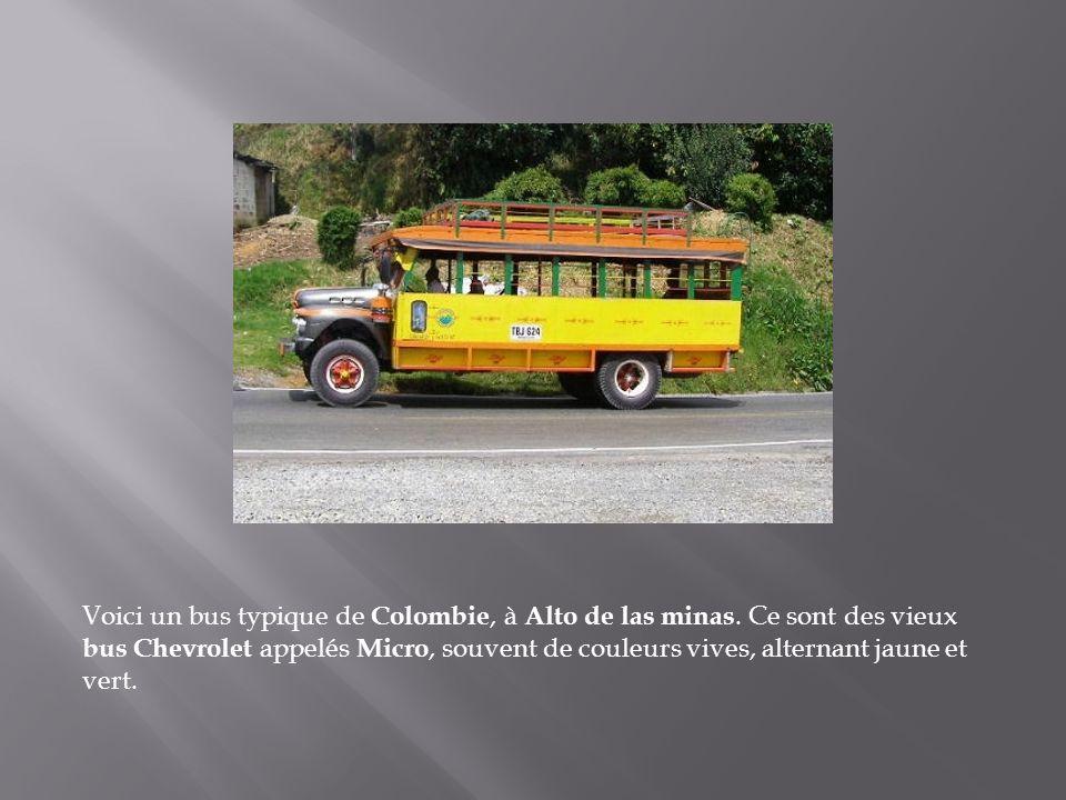 Voici un bus typique de Colombie, à Alto de las minas