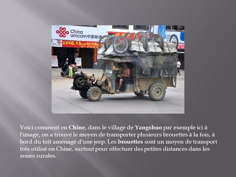 Voici comment en Chine, dans le village de Yangshuo par exemple ici à l image, on a trouvé le moyen de transporter plusieurs brouettes à la fois, à bord du toit aménagé d une jeep.