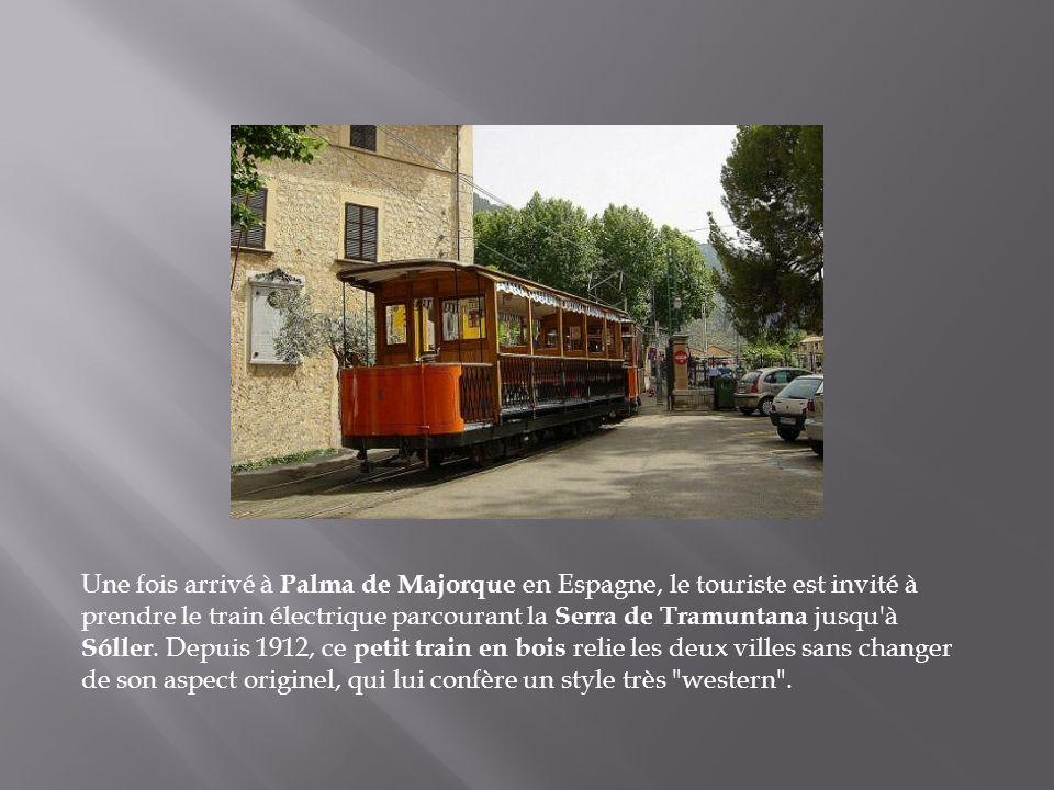 Une fois arrivé à Palma de Majorque en Espagne, le touriste est invité à prendre le train électrique parcourant la Serra de Tramuntana jusqu à Sóller.