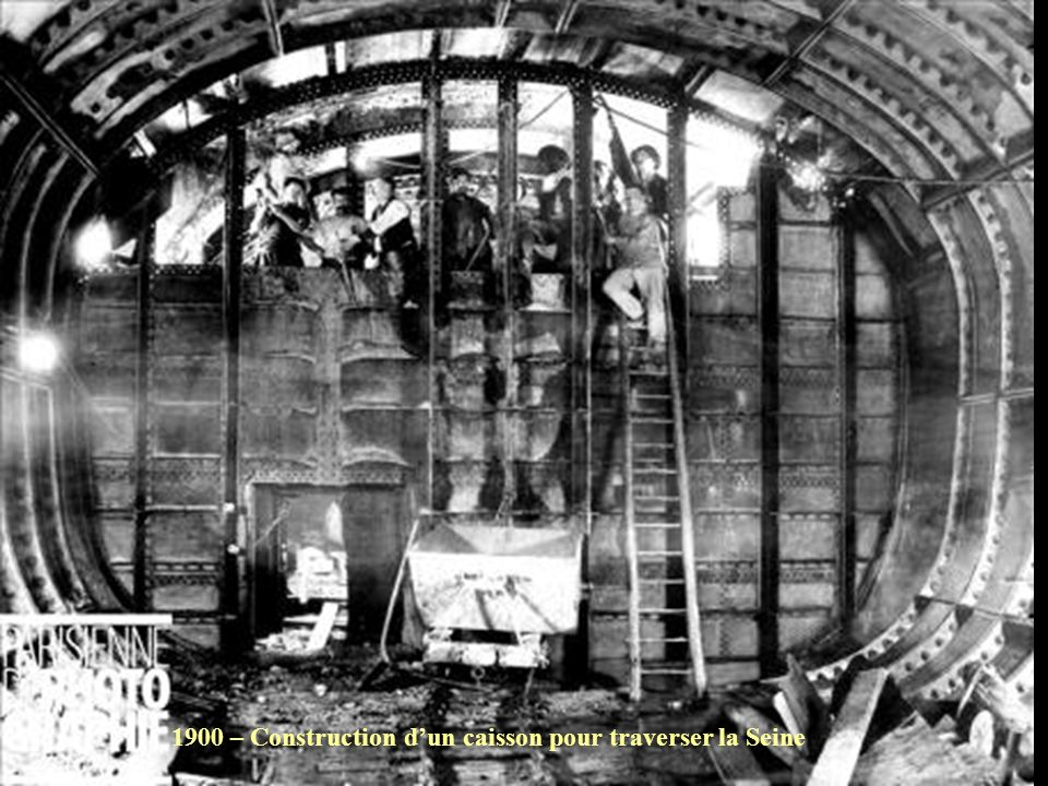 1900 – Construction d'un caisson pour traverser la Seine