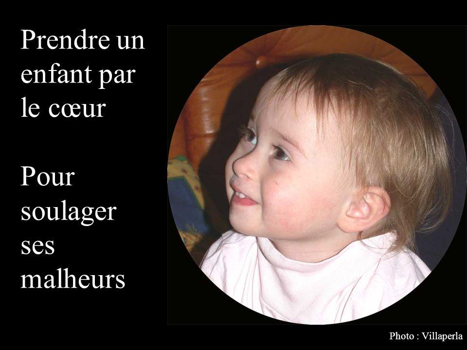 Prendre un enfant par le cœur Pour soulager ses malheurs