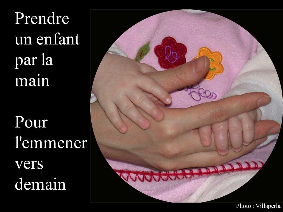 Prendre un enfant par la main Pour l emmener vers demain