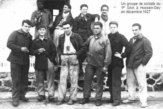 Un groupe de soldats du 1er GAA à Hussein-Dey en décembre 1927
