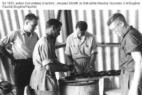 En 1953, autour d'un plateau d'oursins : Jacques Simetti, le chef-pilote Maurice Veyrunes, X et Eugène Fauché (Eugène Fauché)