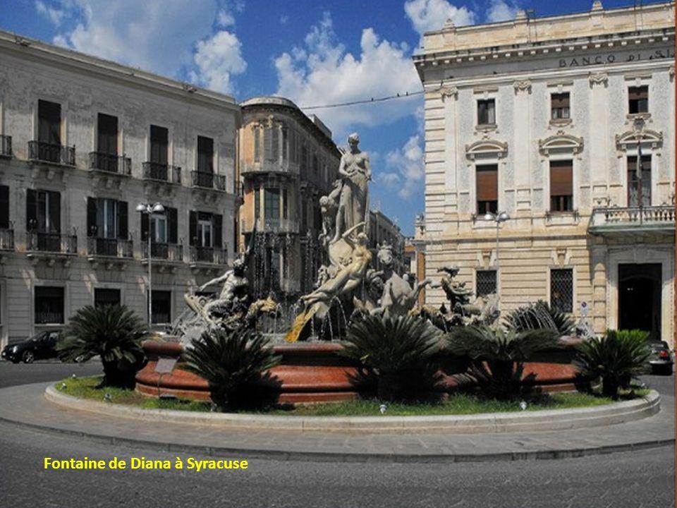 Fontaine de Diana à Syracuse
