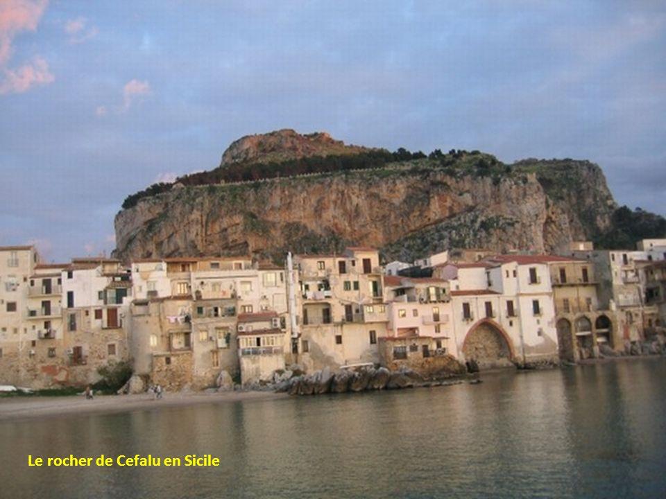 Le rocher de Cefalu en Sicile