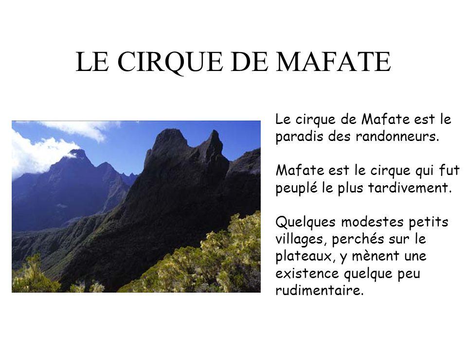 LE CIRQUE DE MAFATE Le cirque de Mafate est le paradis des randonneurs. Mafate est le cirque qui fut peuplé le plus tardivement.