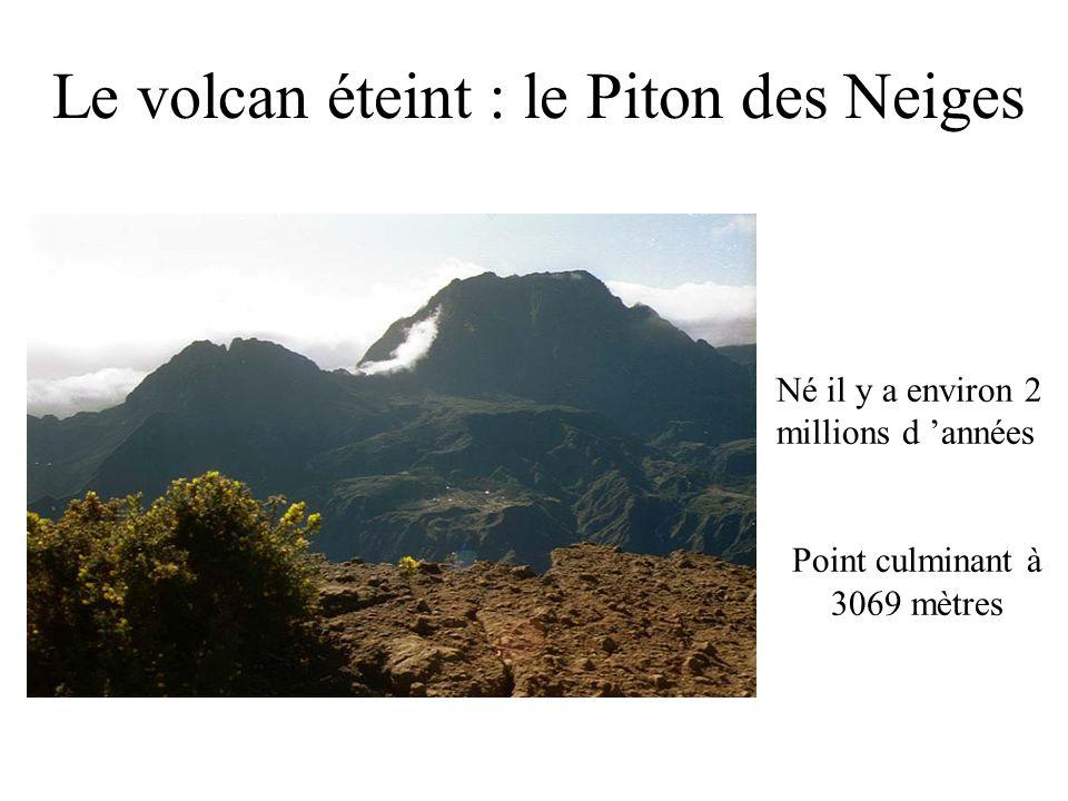 Le volcan éteint : le Piton des Neiges