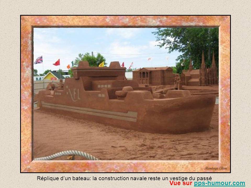 Réplique d'un bateau: la construction navale reste un vestige du passé