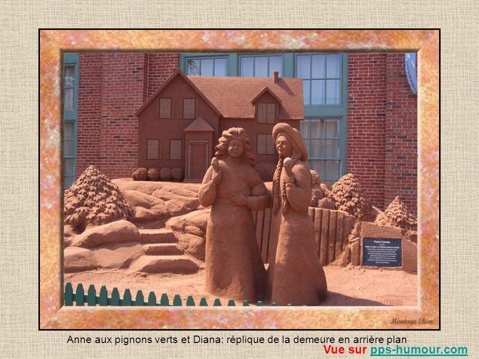 Anne aux pignons verts et Diana: réplique de la demeure en arrière plan