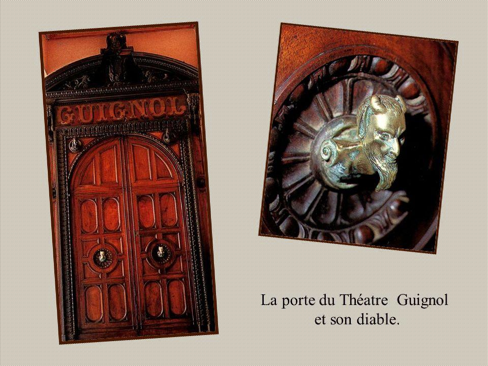 La porte du Théatre Guignol