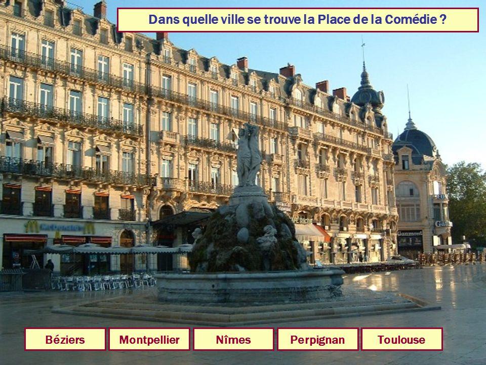Dans quelle ville se trouve la Place de la Comédie
