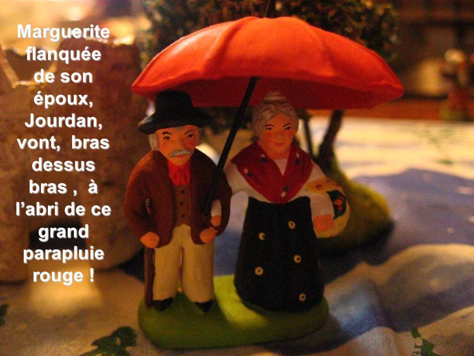 Marguerite flanquée de son époux, Jourdan, vont, bras dessus bras , à l'abri de ce grand parapluie rouge !