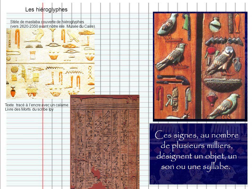 Les hiéroglyphes Stèle de mastaba couverte de hiéroglyphes