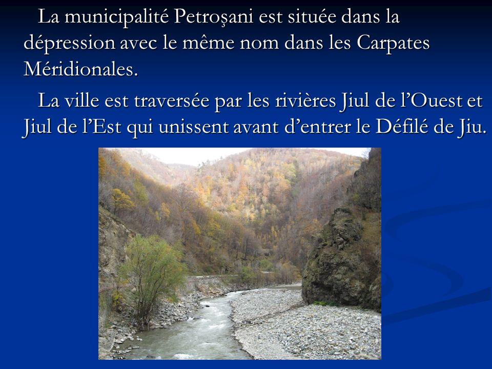 La municipalité Petroşani est située dans la dépression avec le même nom dans les Carpates Méridionales.