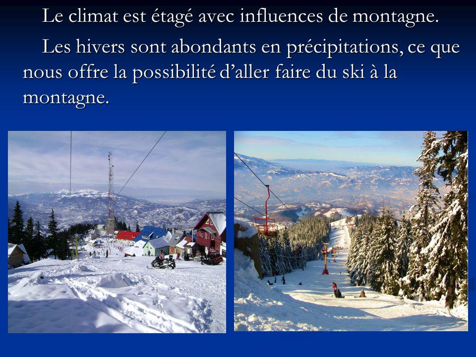 Le climat est étagé avec influences de montagne.