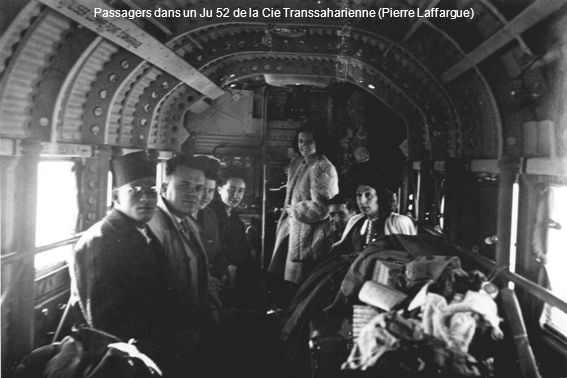 Passagers dans un Ju 52 de la Cie Transsaharienne (Pierre Laffargue)