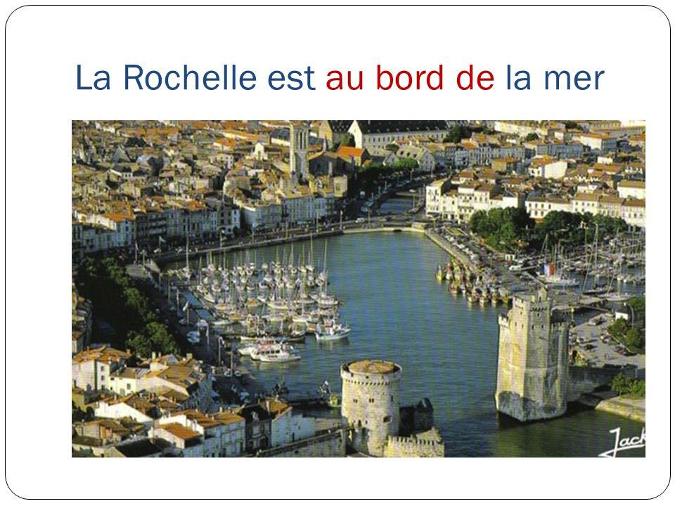 La Rochelle est au bord de la mer