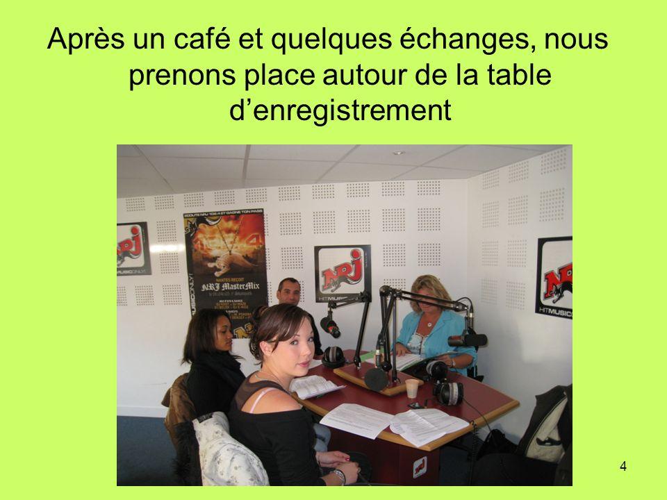Après un café et quelques échanges, nous prenons place autour de la table d'enregistrement