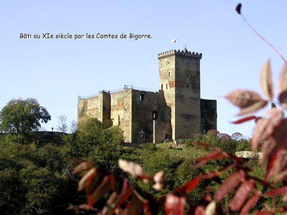Bâti au XIe siècle par les Comtes de Bigorre.
