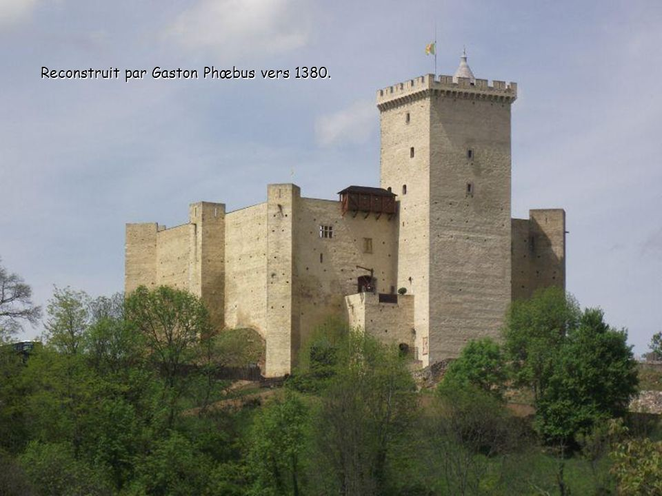 Reconstruit par Gaston Phœbus vers 1380.