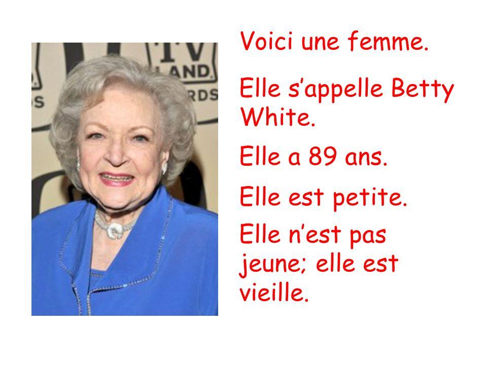 Voici une femme. Elle s'appelle Betty White. Elle a 89 ans.