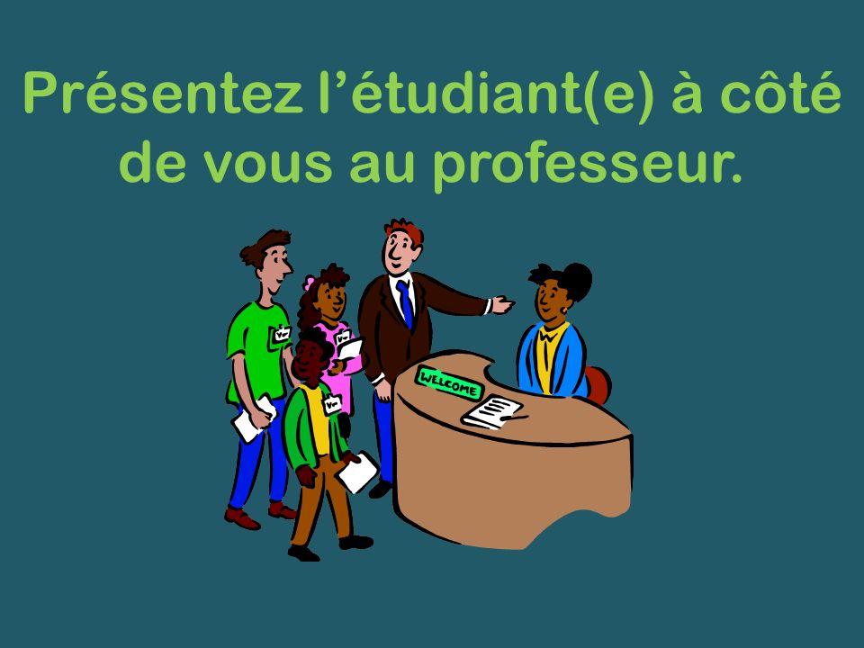 Présentez l'étudiant(e) à côté de vous au professeur.