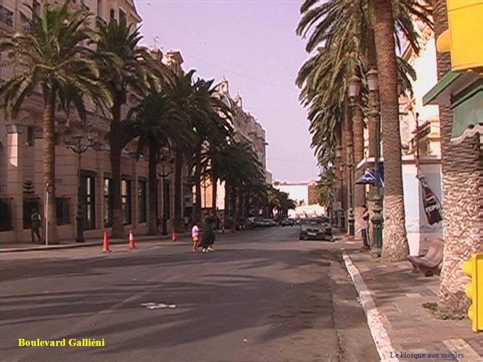 Boulevard Galliéni Le kiosque aux moules 8