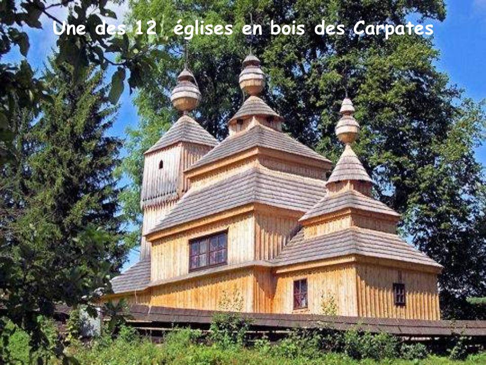 Une des 12 églises en bois des Carpates