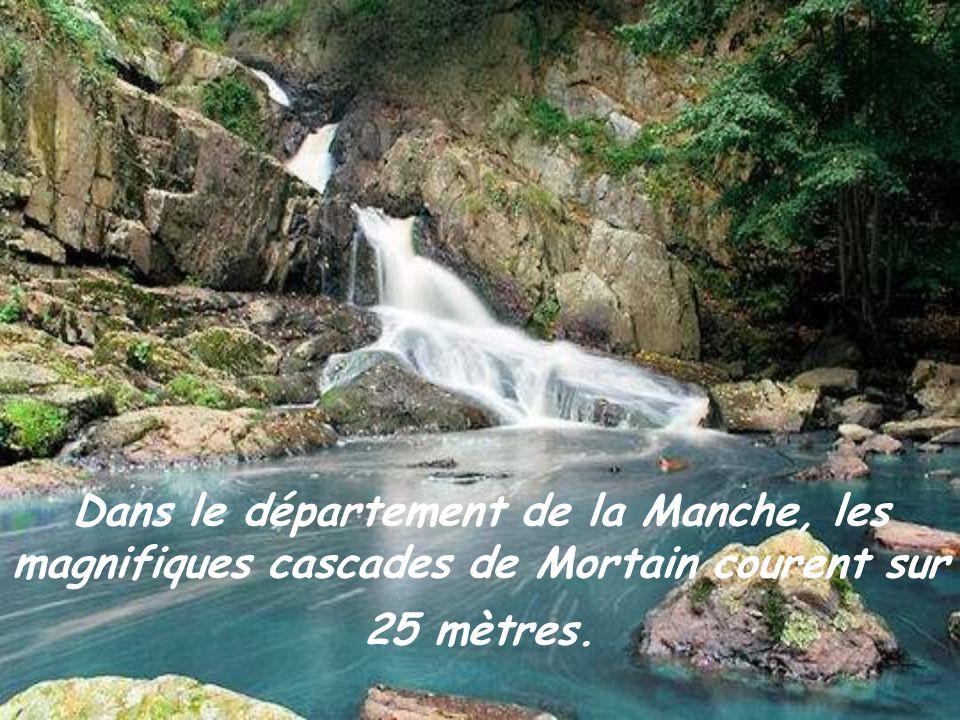 Dans le département de la Manche, les magnifiques cascades de Mortain courent sur 25 mètres.